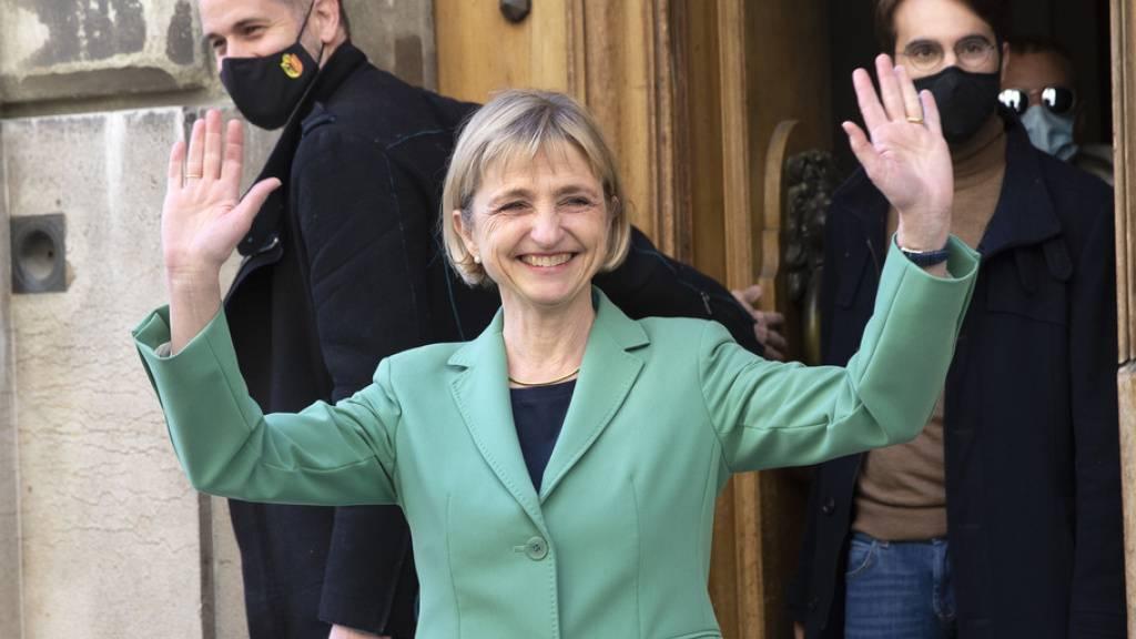 Eine strahlende Siegerin: Die Grüne Fabienne Fischer wird in die Genfer Kantonsregierung gewählt.