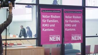 Plakate der Erbschaftssteuer-Gegner an deren Medienkonferenz.