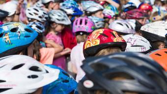 75 Prozent der Kinder sind heute mit einem Velohelm unterwegs. Diese Quote soll mit einem Obligatorium weiter steigen.