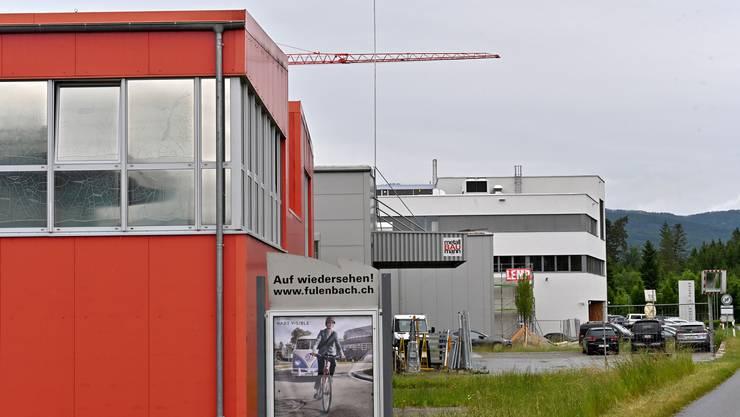 Die Bauprofile auf der Liegenschaft in der Industrie Allmend in Fulenbach, wo die Swisscom eine 5G-Handyantenne erstellen will.