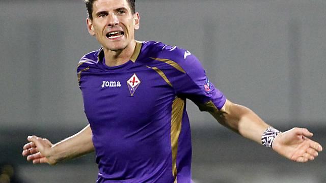 Mario Gomez bringt Fiorentina kurz vor der Pause mit 1:0 in Führung