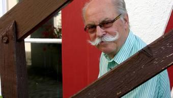 Wenn die Jahresrechnung erfreulich und das einzige Traktandum der Gemeindeversammlung ist, wird auch mal das Tenue von Gemeindepräsident Paul Studer (FDP) zum Thema.