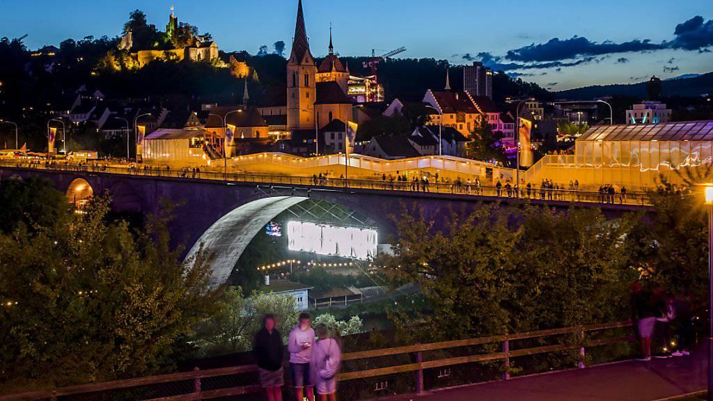 Kreativ gestaltete Bars zierten die Limmat-Hochbrücke an der Badenfahrt. Das grosse Volksfest zählte mehr als 1,2 Millionen Besucher.