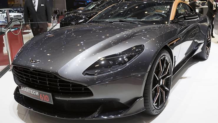 Der vor allem aus James-Bond-Filmen bekannte Sportwagenhersteller Aston Martin Lagonda findet nicht aus der Krise. Wegen hoher Kosten für Werbung und Marketing erleidet die britische Luxusmarke einen Gewinnrückgang. (Archiv)