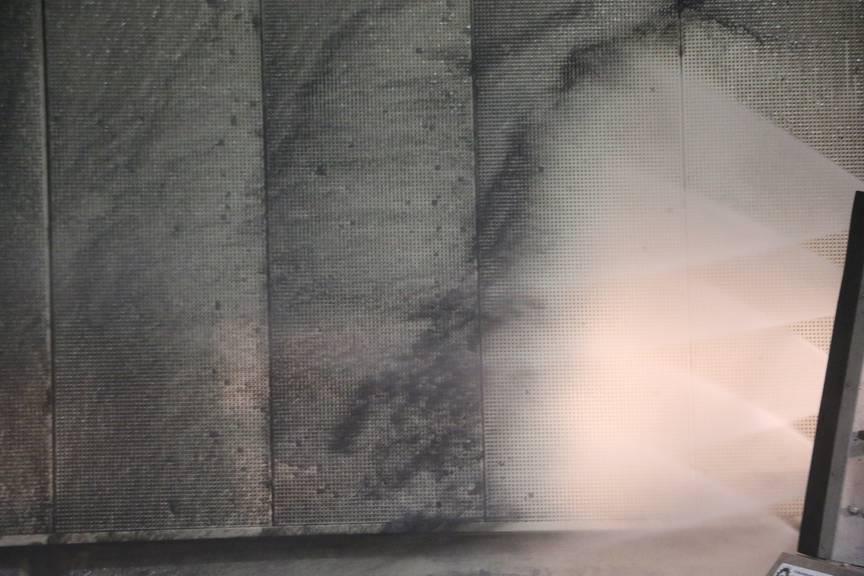 Die Abgase der Autos haben die Tunnelwände schwarz gefärbt. (Bild: FM1Today/Nina Müller)