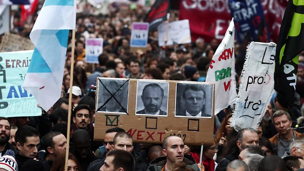 Mehr als 360'000 Franzosen gegen Rentenreform auf der Strasse