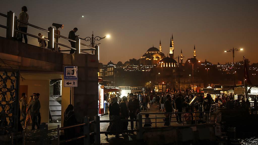 Blick auf die Süleymaniye-Moschee in Istanbul. Foto: Emrah Gurel/AP/dpa