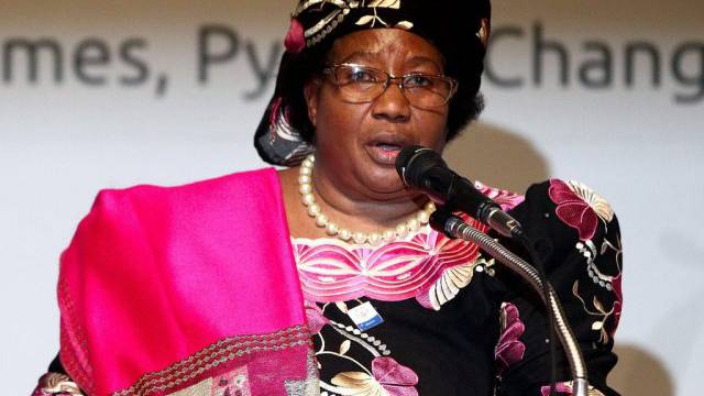 Die malawische Präsidentin Joyce Banda vor der Presse (Archiv)