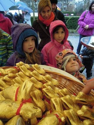 Jedes Kind bekam seinen goldenen Osterhasen.