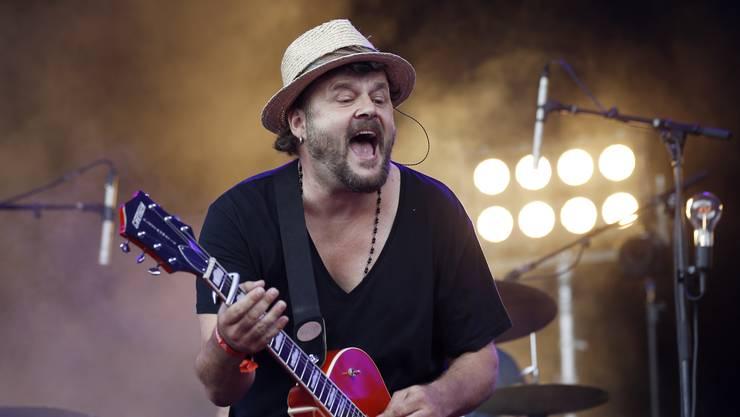 Auf dem Lineup des Ghost Festivals fungieren auch Musikgrössen wie die Berner Band Patent Ochsner um Büne Huber. (Archivbild)