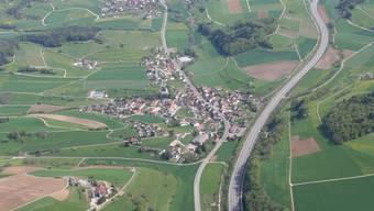 Die Gemeinde Bözen will den Spielplatz renovieren.