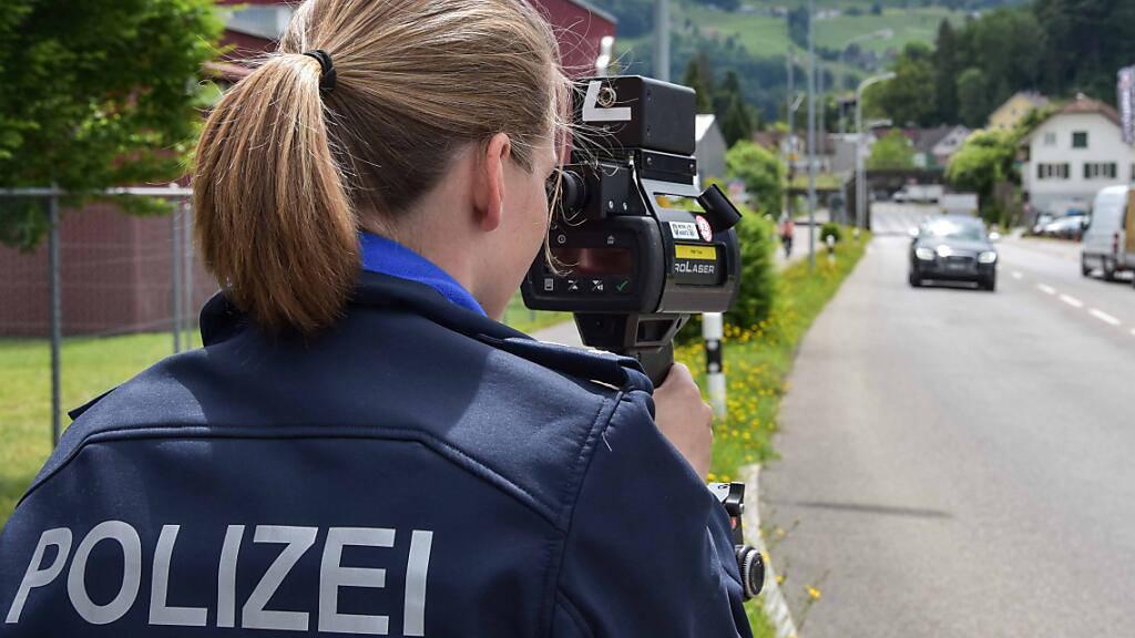 Raser geht Polizei mit 227 km/h ins Netz