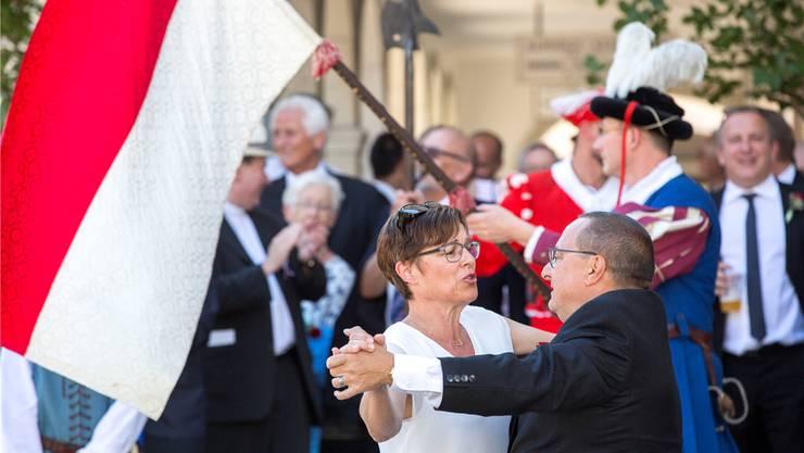 Für das Vortänzerpaar kamen über tausend Franken zusammen. André und Priska Hess schwangen das Tanzbein.