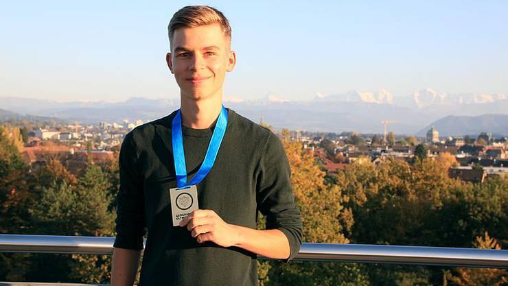 Niklas Eckert aus Solothurn gewinnt eine der Goldmedaillen und kann an die internationale Olympiade auf Instanbul.