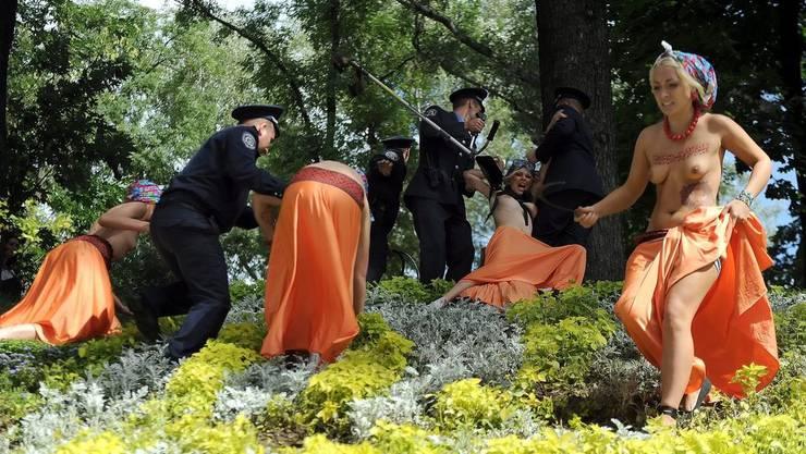 Mitglieder von Femen protestieren am ukrainischen Unabhängigkeitstag