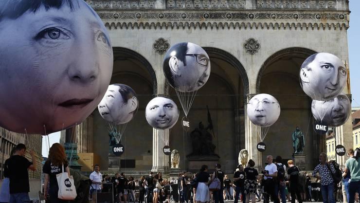 Merkel & Co. als Luftballone: So wird gegen den G-7-Gipfel in München protestiert.