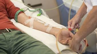 Der betroffene Schüler ist auf eine Blutstammzellspende angewiesen. (Symbolbild)