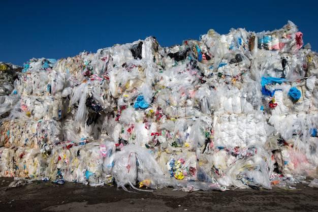 Sieht nicht schön aus, ist aber gut für die Umweltbilanz: Berge von gesammelten Plastik.