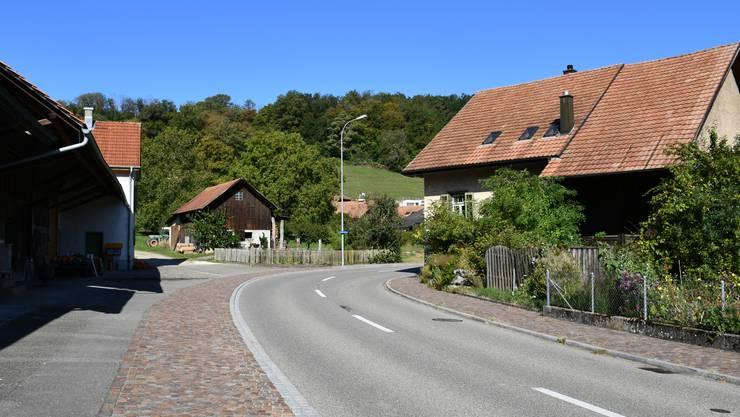 Die Kurve ist eng, die Verkehrssituation unübersichtlich: Die Unterdorfstrasse Richtung Remigen ist ein Hotspot.