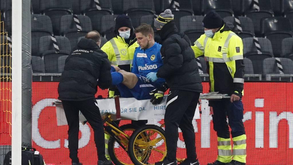 Wenige Tage vor dem wichtigen Einsatz im Europacup: YB-Goalie David von Ballmoos muss mit Verdacht auf Hirnerschütterung vom Platz