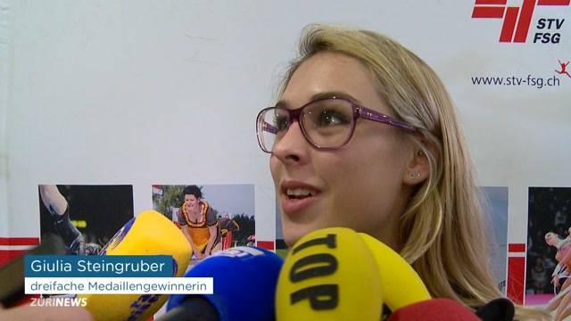 Fans empfangen Giulia Steingruber am Flughafen