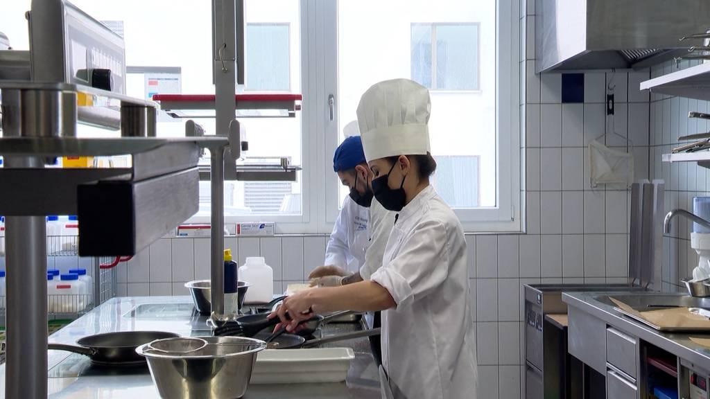 Gastro-Branchenverband unterstützt Lernende mit Sofortprogramm