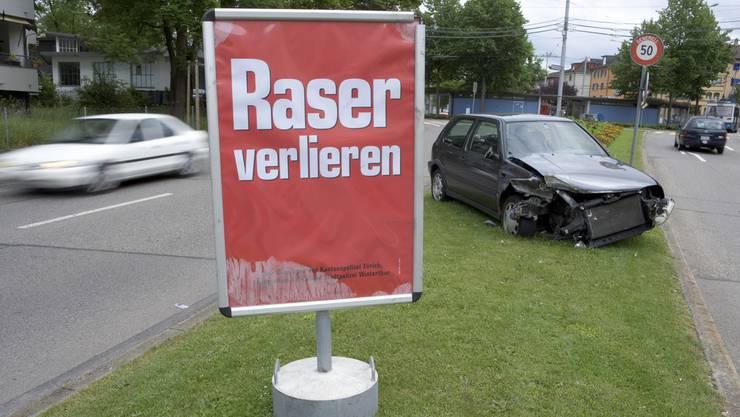 Dem Schweizer wurde der Ausweis auf der Stelle abgenommen (Symbolbild)
