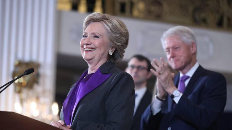 Clinton spricht zu ihren Anhängern, am Tag nach ihrer Niederlage.