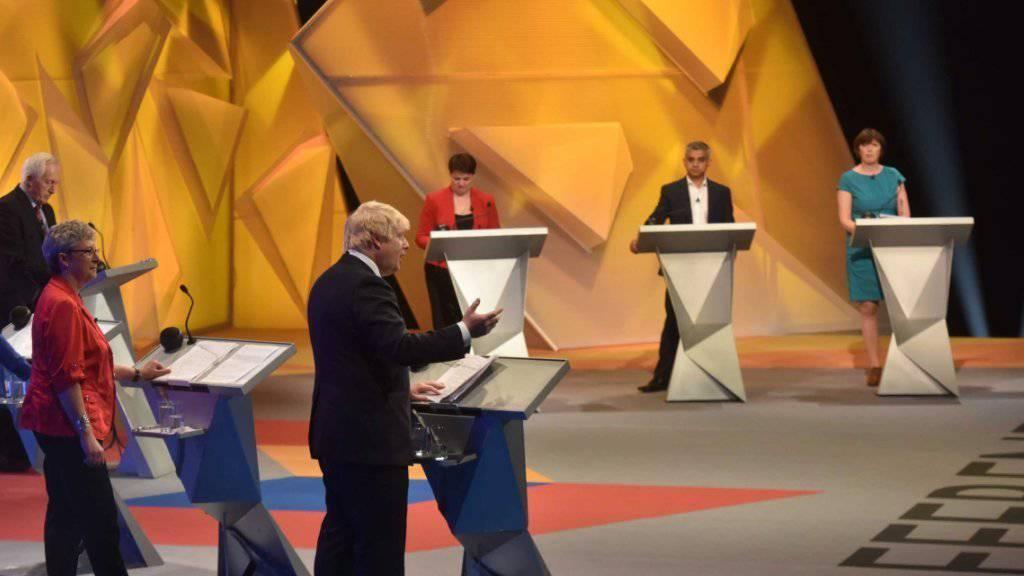 Pro und Contra Brexit: Gesprächsteilnehmer um den Londoner Bürgermeister Sadiq Khan (Zweiter von rechts) bei der TV-Debatte in der Wembley Arena.