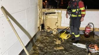 Die Polizei konnte den Brand schnell löschen, dennoch entstand ein beträchtlicher Schaden am Haus.