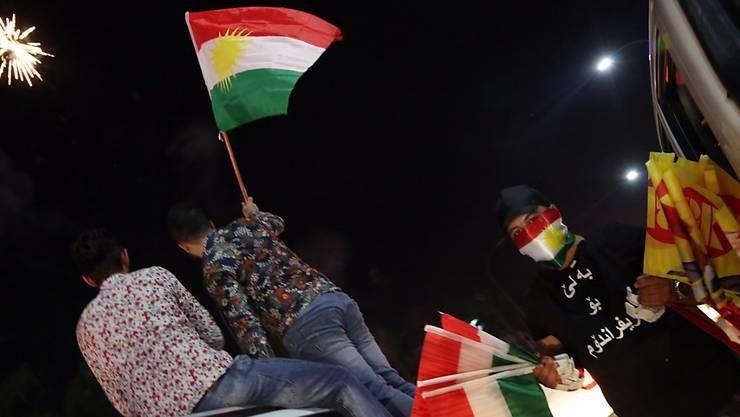Feuerwerk und Hupkonzerte: Nach dem umstrittenen Referendum über die Unabhängigkeit feiern Kurden im nordirakischen Erbil ausgelassen.