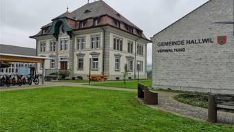Das Schul- und Gemeindehaus in Hallwil. Bild: Urs Helbling