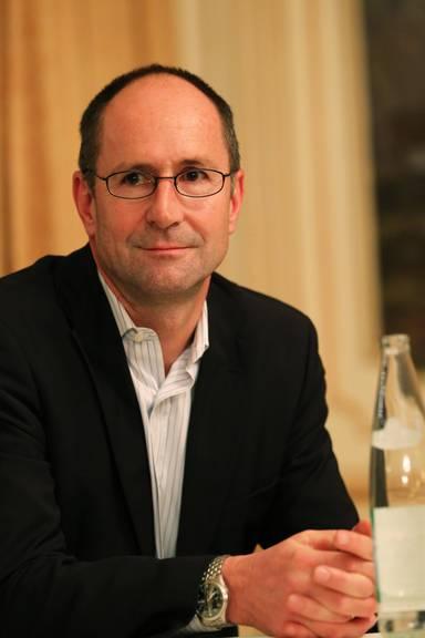 Franz Egle an einer Podiumsdiskussion im Hotel Gütsch in Luzern.