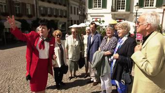 Solothurn braucht Stadtführerinnen. Diese haben aber keine solchen Kostüme mehr an. (Archiv)