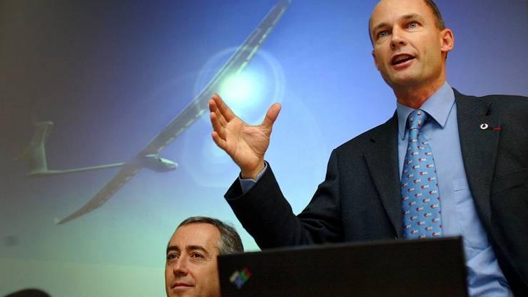 """Bertrand Piccard stellte 2003 in einer Pressekonferenz sein Projekt """"Solar Impulse"""" vor. Das Ziel war damals, die Weltumrundung im Jahr 2007 zu starten."""