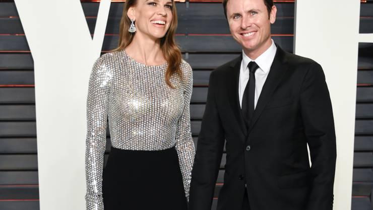 Verliebt, verlobt, beringt: Schauspielerin Hilary Swank und Ex-Tennisspieler Ruben Torres. (Archivbild)