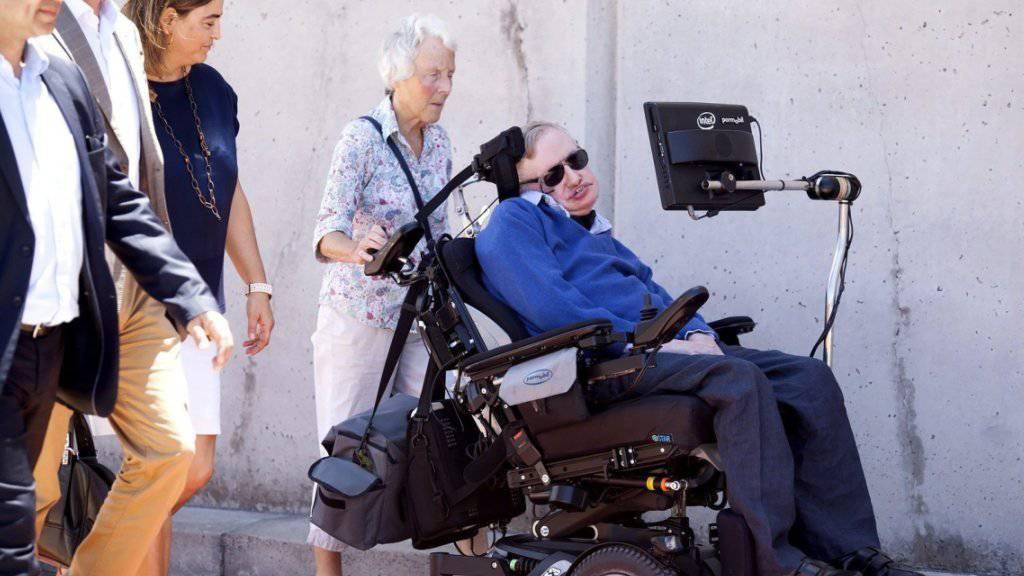 Stephen Hawking bei seiner Ankunft auf der spanischen Insel Teneriffa Mitte Juni.