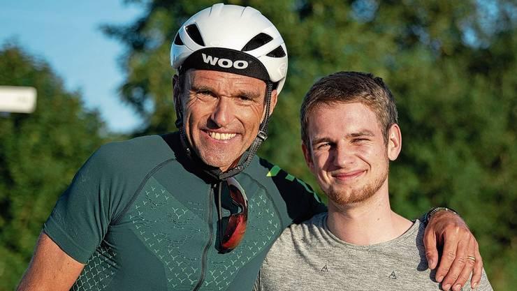 Nach 8848 Höhenmetern: Triathlet Rolf Senn (l.) und Tobias Schär, Projektinitiant von «Wir lernen weiter», auf der Buchenegg.