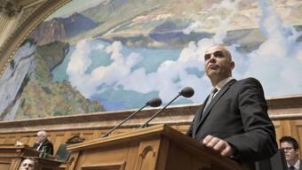 Da braut sich was zusammen: Spezialärzte werfen Bundesrat Alain Berset vor, mit den vorgesehenen Tarif-Änderungen geltendes Recht zu verletzen.