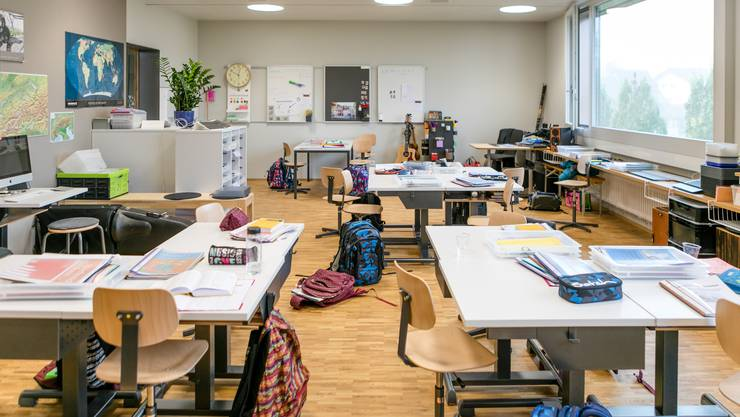 Erster Schultag im neuen Schulhaus Langwies in Bad Zurzach. Hier gehen Kinder von Kindergarten bis hin zur 6. Klasse im selben Schulhaus zur Schule. Fotografiert am 14. Oktober 2019.