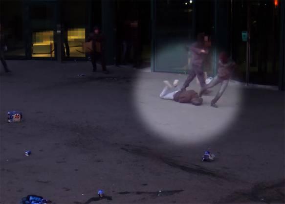 Jagdszenen mitten in Zürich: Vor dem Cup-Halbfinalspiel zwischen dem FCZ und GC im Februar gehen rivalisierende Fussballfans beim Primetower aufeinander los. GC-Anhänger werden am Boden liegend mit Füssen gegen den Kopf getreten. Videokameras halten die wüsten Szenen fest.