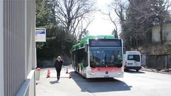 Die Bushaltestelle Schmelzi ist mit fünf Buslinien eine wichtige Station im Grenchner Busnetz.