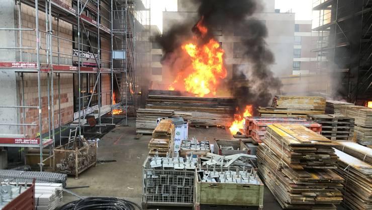 Gegen Mittag am Mittwoch brach auf einer Baustelle ein Brand aus.
