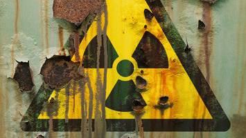 Der Bundesrat sollte den Atomwaffenverbotsvertrag der UNO längst unterzeichnen. Die Kommission lässt der Regierung nun Zeit sich zu erklären.