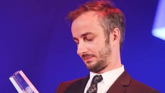Der TV-Satiriker Jan Böhmermann sagt wegen des öffentlichen Drucks die nächste Ausgabe seiner Sendung ab.