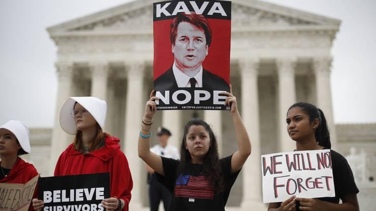 Aktivisten protestieren vor dem Supreme Court in Washington an Brett Kavanaugs erstem Arbeitstag als einer der obersten US-Richter.