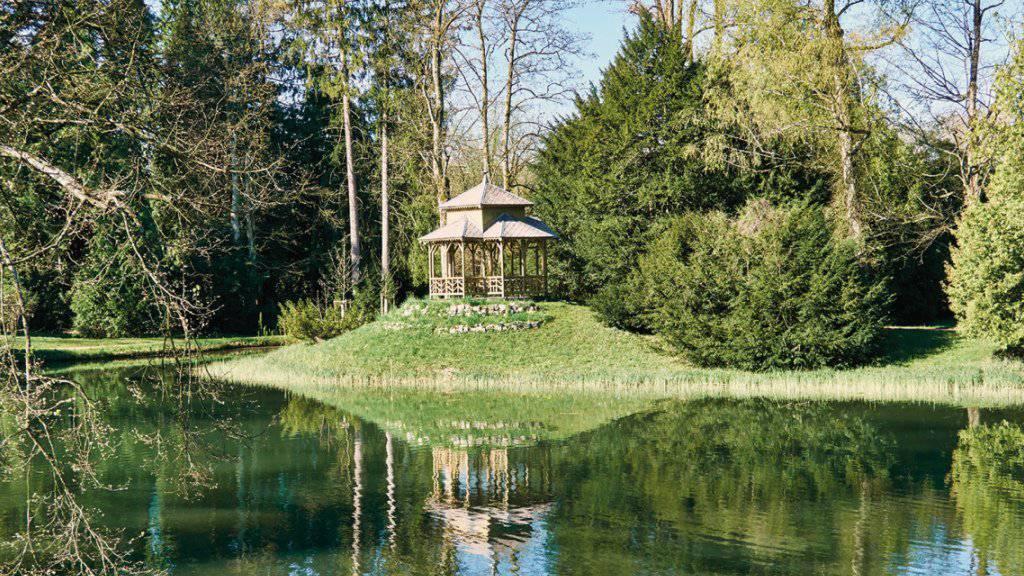 Auszeichnung für ein Industrie- und Gartendenkmal: Der Bally-Park in Schönenwerd SO - hier mit dem Chinesischen Pavillon und dem grossen Weiher - besteht seit mehr als 100 Jahren.