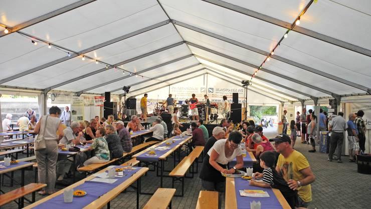Kein Festzelt, kein Bier, kein geselliges Zusammensein: Das Oberengstringer Dorfplatzfest wurde wegen der zusätzlichen Einschränkungen des Regierungsrates abgesagt.