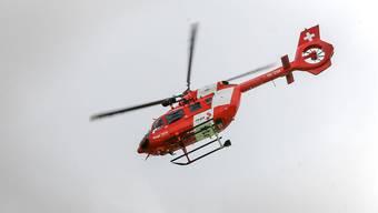 Die schwerverletzte Berggängerin wurde ins Spital geflogen, wo sie kurze Zeit später verstarb. (Symbolbild)