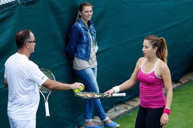Dana Bencic steht meist im Hintergrund, wie hier in Wimbledon